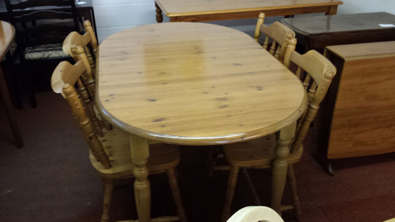 Excellent Oval Pine Extending Table With 4 Chunky Pine Chairs Inside Short Links Chair Design For Home Short Linksinfo